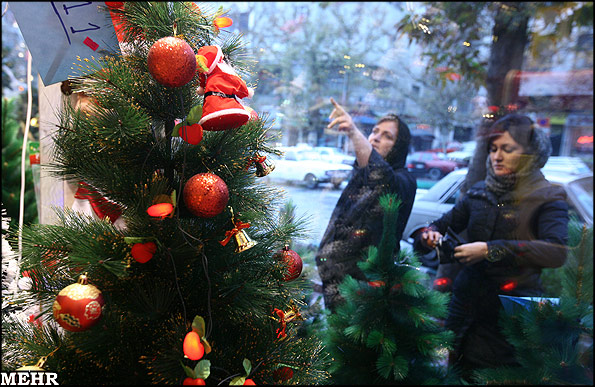 Christmas Shopping in Tehran (Photo Credit: Raouf Mohseni / Mehr News Agency)