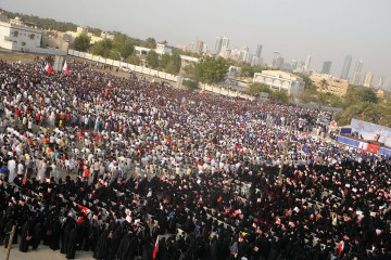 1024px-Thousands_of_demonstrators_gather_for_-National_demands_An_elected_government-_rally_in_Karrana,_Bahrain