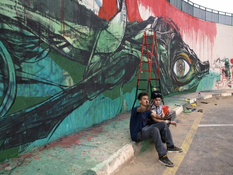 EJ with graffiti artist MD Ibrahem in Al Saidi Street, Tripoli, December 2013 (Photo credit: OMCT)