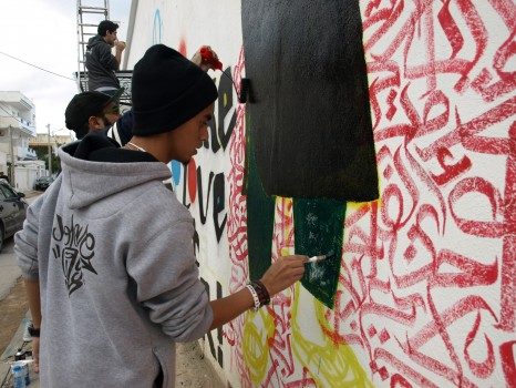 EJ painting on Cinévog's wall in Tunis, December 2014 (Photo credit: OMCT)