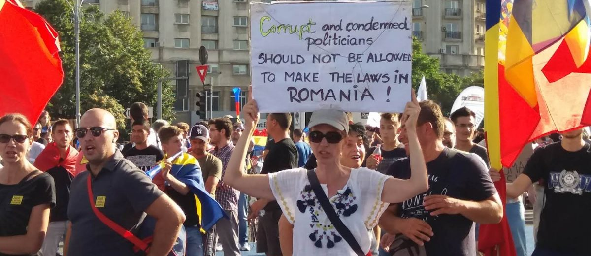 Protesters during anti-government rally in Bucharest, August 10, 2018 (Photo: Frank Elbers)